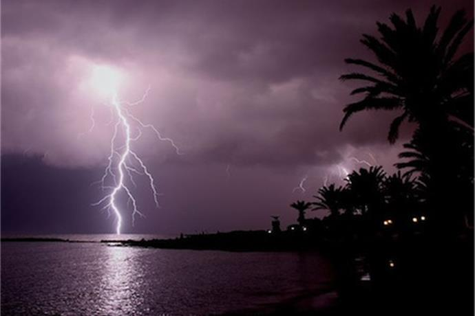 Staying safe in severe weather_-5159142378230231042