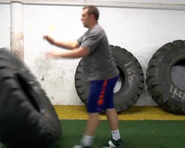 The Know - Tire Flipping w- Michael Farrell_20160526035203