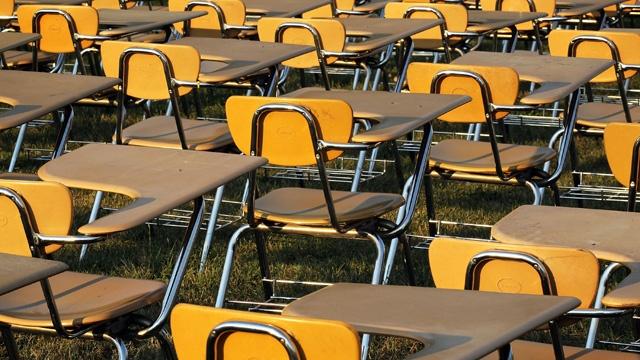 School desks_3523981275224939-159532
