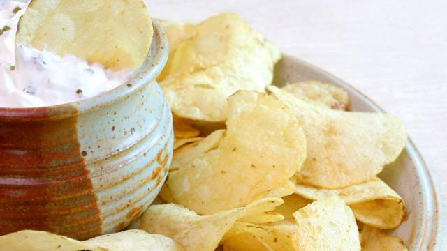 potato chips on plate with dip_1699050807163390-159532