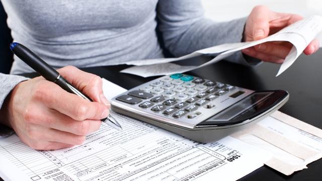 Taxes-with-calculator-jpg_159633_ver1_20180113051002-159532