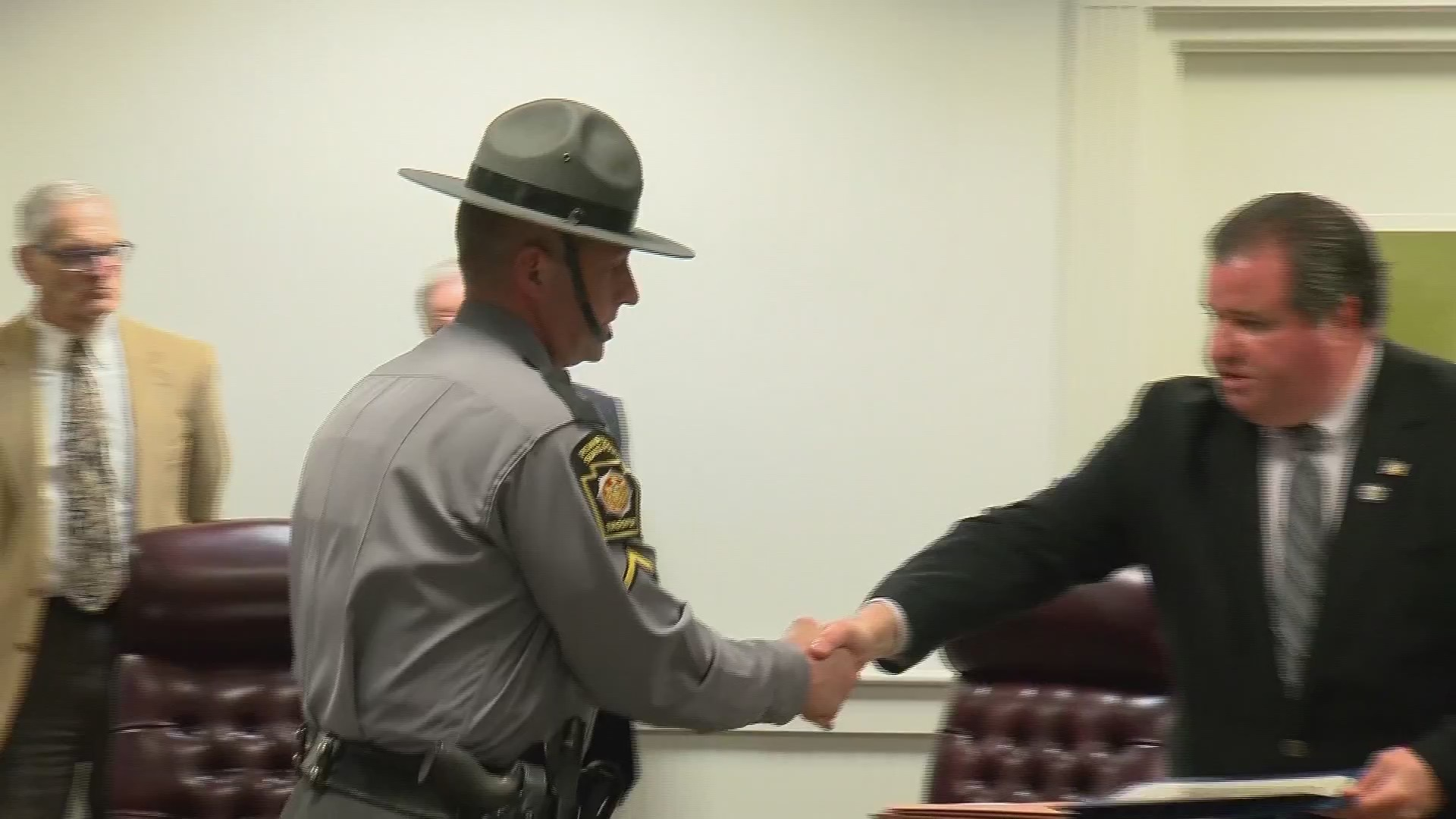 First_responders_honored_for_rescuing_tr_0_20190312032644