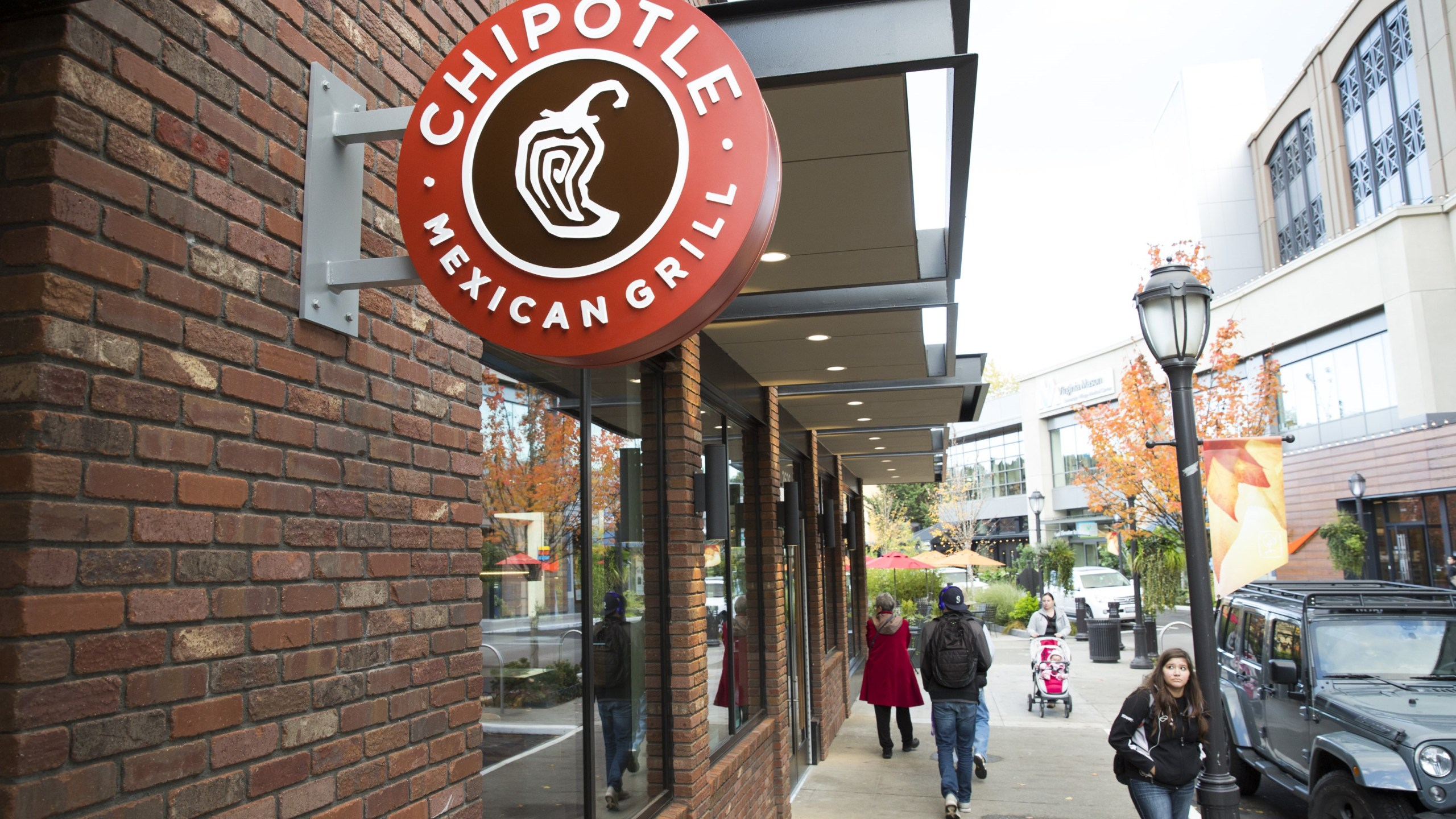 Chipotle Increasing Average Wage To 15 Per Hour Pahomepage Com