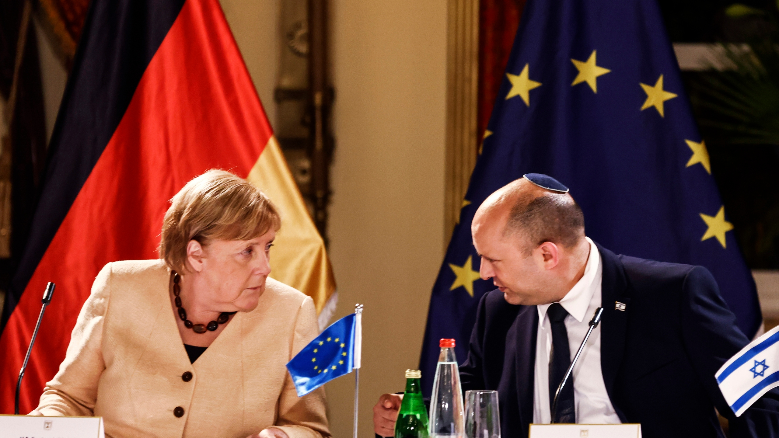 Angela Merkel, Naftali Bennett